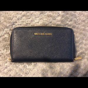 Michael Kors Jet Setter Carryall Wallet